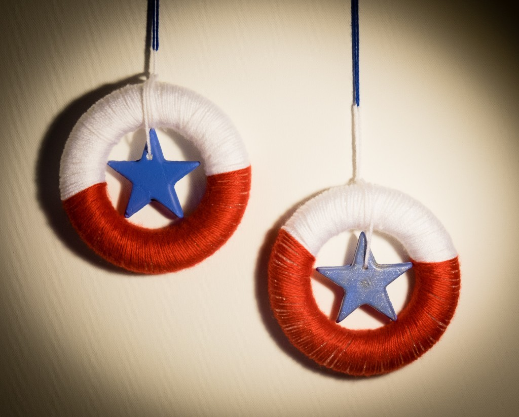 patriotic yarn mini wreath