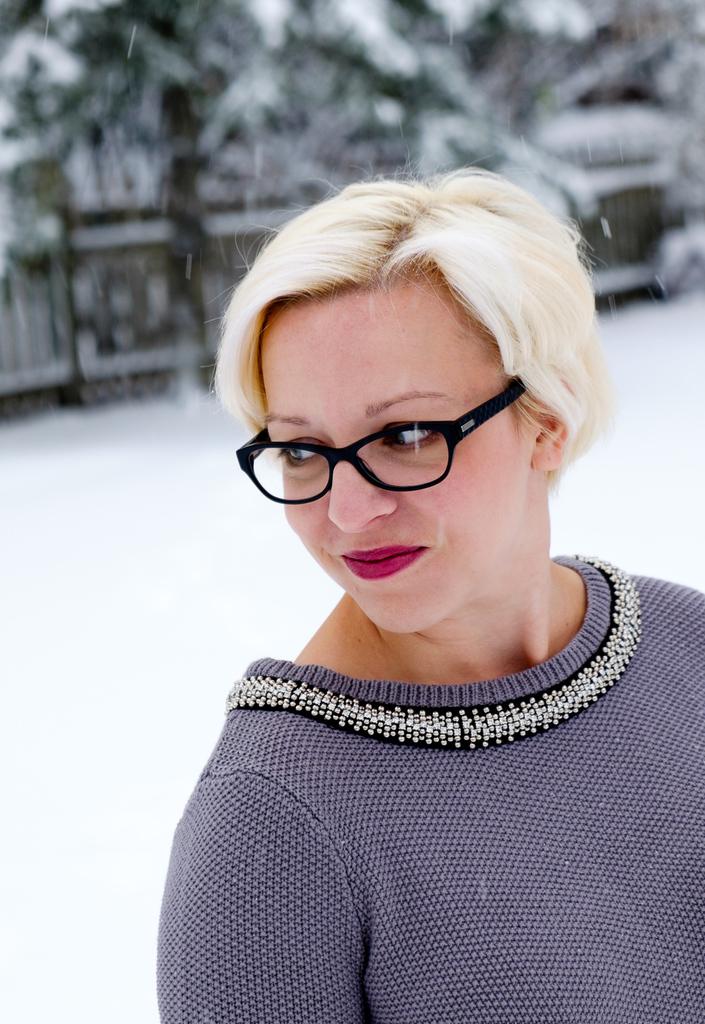 Donna Embellished Neckline Sweater