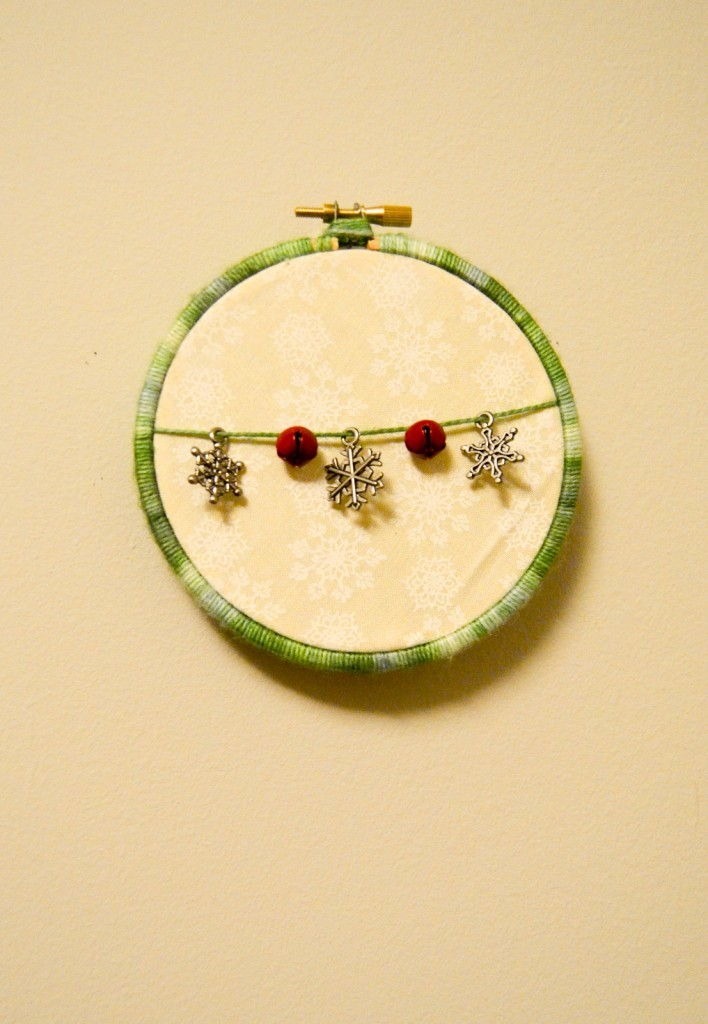 Easy Holiday Hoop Art