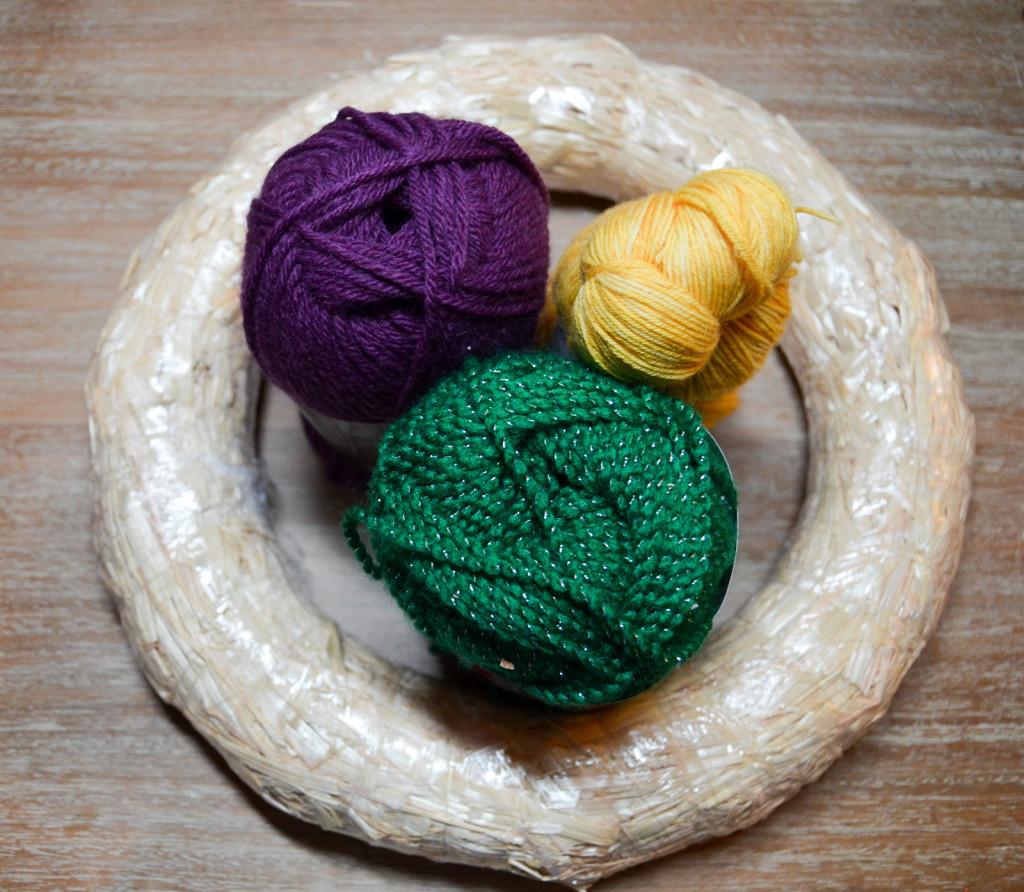 wreath form and yarn