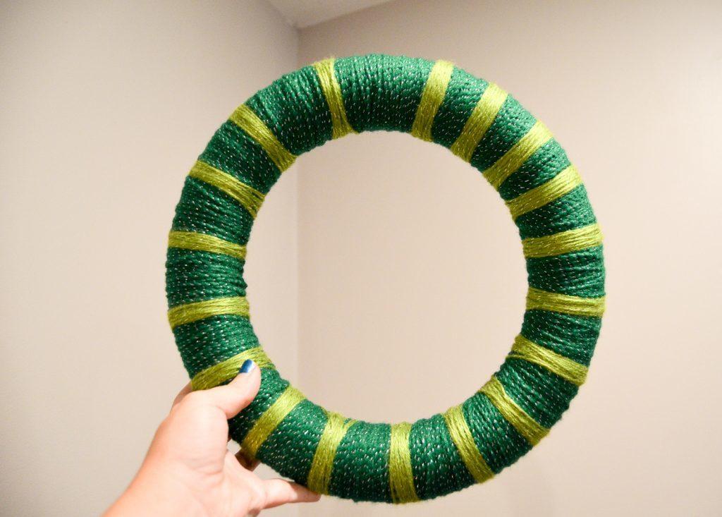 yarn wrap the wreath